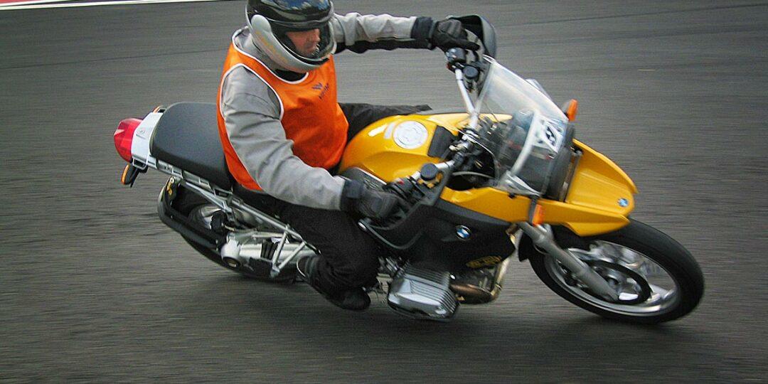 Motor thermokleding draag je ind e winter als het koud is op de motor.
