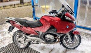 BMW R1200RT motorband wassen.